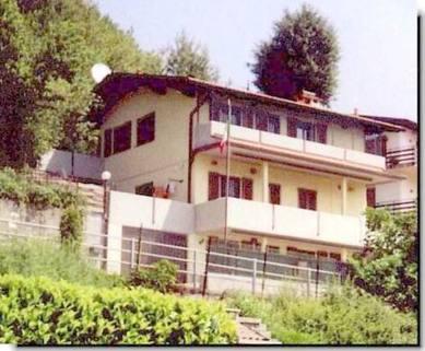 PI0205_mvc-001f.jpg 2-Familienhaus an ruhiger sonniger Lage in der Provinz Como