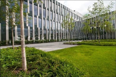 Aussenansicht STOCK - Moderne Architektur in modernem Umfeld