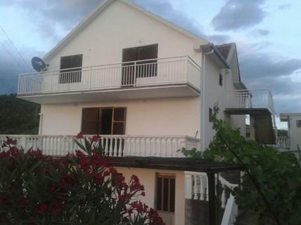 PRD16414_mvc-001f.jpg Haus in Utjeha mit Meeresblick