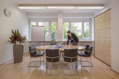 Konferenzraum Mieterprovisionsfrei: Büro mit 2 Arbeitsplätzen in zentraler MÜNCHEN-CITY-LAGE in Businesscenter an der ISAR
