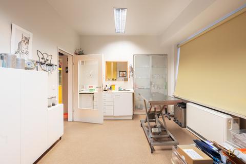 Weiterer Behandlungsraum Zentrumsnahe Praxisfläche direkt an der Isar - Au