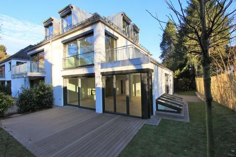 Neuwertige Doppelhaushälfte Neuwertige, sonnige Doppelhaushälfte mit Südterrasse in wunderschöner Isarhochuferlage