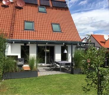 Große Terrasse Schicke Doppelhaushälfte mit schönem großem Garten