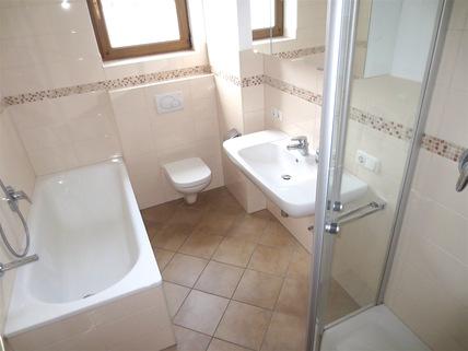 Bad mit extra Dusche **Rarität in Waldtrudering**Stilvolle 4-Zi-Etagen-Whg. mit S/O-Balkon+West-Garten im 2-Familienhaus**