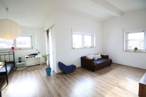 Sehr geräumiges Schlaf-/Wohnzimmer Neuwertige DHH mit sehr gutem Energiestandard