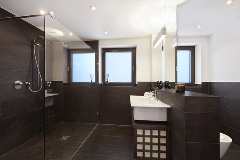 Bad en suite Modernes Familiendomizil mit ca. 269 m² und Traumgarten