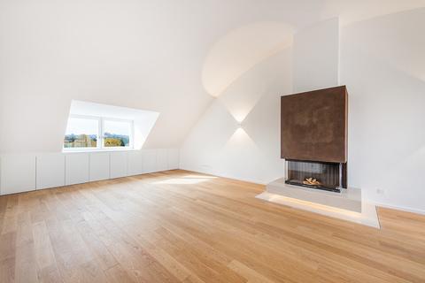 Wohnzimmer Exzellent sanierte 3,5-Zimmer-Dachgeschoss-Wohnung in prächtigem Stadtpalais