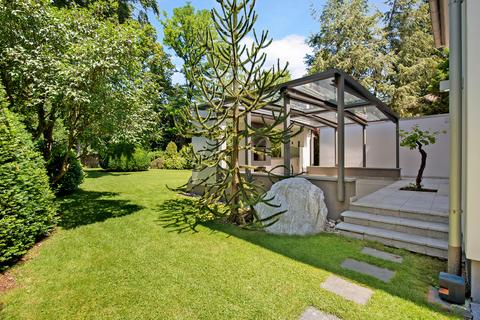 Zugang zur Terrasse Modernes Familiendomizil mit ca. 269 m² und Traumgarten