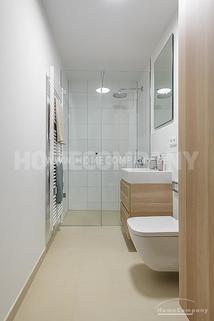 Bad Erstbezug! Modern und exklusiv möbliertes 1-Zimmer-Apartment mit Balkon in Harlaching