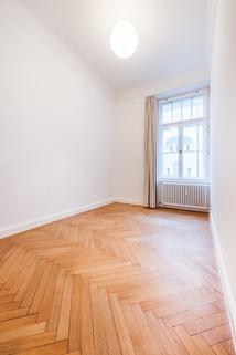 Kinderzimmer Herrschaftliche 5-Zimmer-Altbauwohnung mit Kamin und Südbalkon