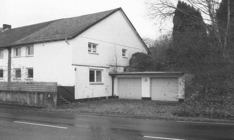 PD6887_mvc-001f.jpg Mehrfamilienhaus, Doppelgarage und Grundstück