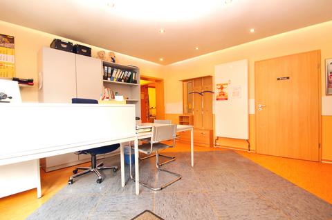 Empfangsbereich Große Gewerbeeinheit mit attraktiver 218 m² Fläche in zentraler Rostocker Stadtlage.