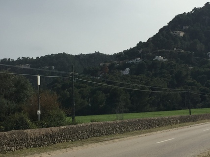 Straße zum Grundstück Mallorca, Costa Canyamel, Baugrundstück mit Traumblick auf die Bucht