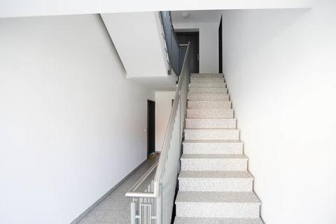 Treppenhaus **Helle und moderne 3 - Zimmer - Wohnung mit sonnigem Balkon zum Wohlfühlen**