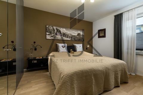 Schlafen Exklusive 3,5 Zimmer Gartenwohnung mit Souterain, Sauna und Privatgarten verkauft.