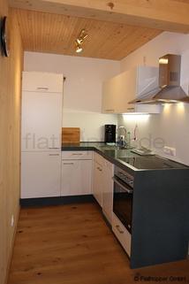 Bild 4 FLATHOPPER.de - 1,5 Zimmer-Galerie-Wohnung im Holzhaus mit Balkon -  bei Otterfing