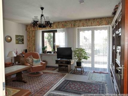 Wohnzimmer Ansprechende Terrassenwohnung mit drei Zimmern in ruhiger Lage