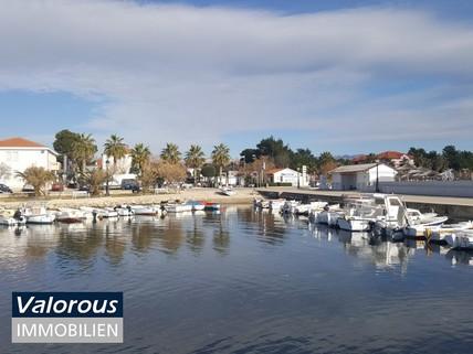 Wo ist die Wasserqualität wie in der Südsee? Natürlich in Kroatien! Nur 500m vom Strand entfernt! Reihenhaus mit kleinem Garten! Fertigstellung Ende 2018!