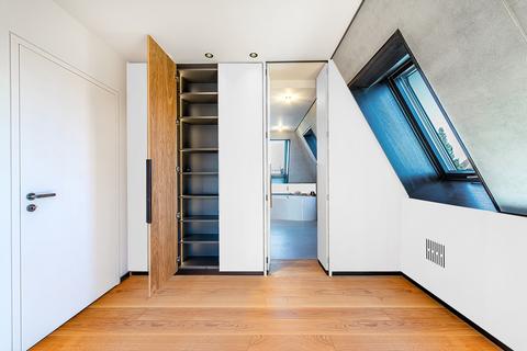 Schlafzimmer mit Bad en suite (Teilillustration) Erstbezug: Penthouse mit Design-Interieur und Rooftop-Terrasse