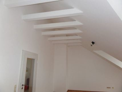 WZ-Deckenansicht 3-Zimmer-DG-Wohnung mit Süd-Terrasse, neuer EBK, in München-Milbertshofen zum Selbstbezug