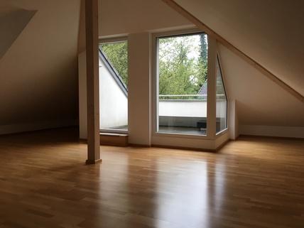 Wohnzimmer mit DT München Harlaching - Traumwohnung mit Dachterrasse und Garten