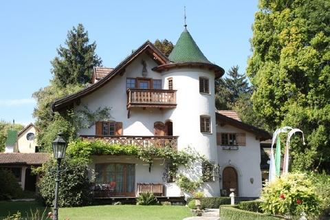 Außenansicht Haupthaus Wohntraum historisches Schlössel am Ammersee, kernsaniert, auf 5.000 qm uneinsehbarem Grund