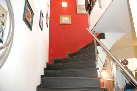 Treppe ins OG Besonderes Architektenhaus mit Baugrundstück