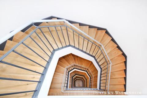Treppenhaus Büroflächen / ShowroomflächenBestlage – Maximilianstraße
