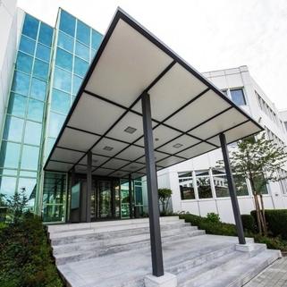 Eingang2 Terrassen ... Begrünte Innenhöfe ... Schicke Büros ... Was will man mehr?