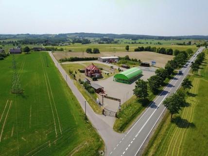 PPL0121_mvc-001f.jpg Gewerbeimmobilien mit einem Haus und Lagerflächen Polen