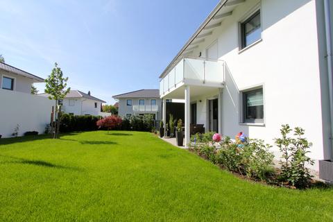 Garten -VERKAUFT- Neuwertiges Einfamilienhaus mit großem Garten in Ortsrandlage von Feldkirchen