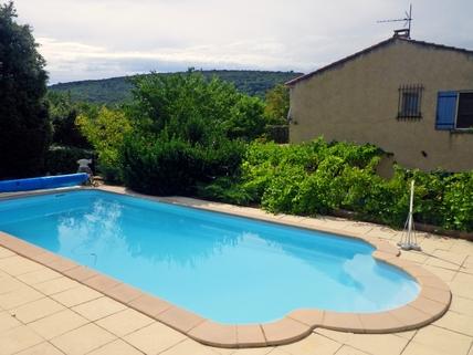 ...einfach mal reinspringen Südfrankreich?... Warum eigentlich nicht?!<br /> <br /> Anwesen mit 3 Wohnungen und Pool in ruhiger Lage.