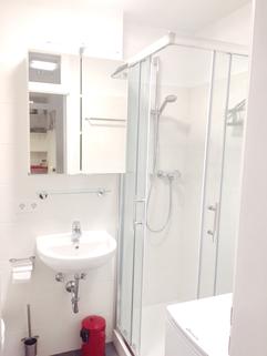 Bad mit Waschmaschine Voll möblierte Zweizimmerwohnung - Erstbezug nach Komplettsanierung