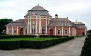 N14380007_mvc-001f.jpg Interessantes Rokoko Schloss in Ostslowakei