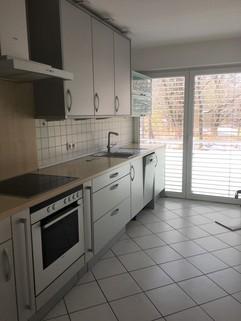 Bild 5 Mit Blick in den Park: Helle 3-Zi-Wohnung im 1.OG mit EBK, 2 Bäder und 2 große Balkone!