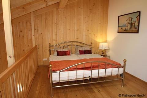 Bild 7 FLATHOPPER.de - 1,5 Zimmer-Galerie-Wohnung im Holzhaus mit Balkon -  bei Otterfing
