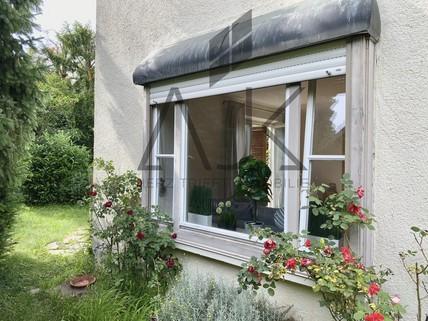 Wohnzimmerfenster Dieses romantische Reiheneckhaus wird aus dem Dornröschenschlaf erweckt werden - Ein ruhiges Domizil