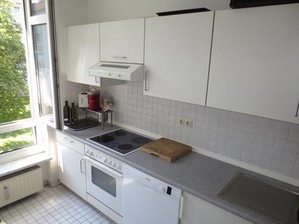 Küche **An den Isarauen**Lichtdurchflutete 2-Zimmer-Wohnung mit Balkon in Unterföhring**