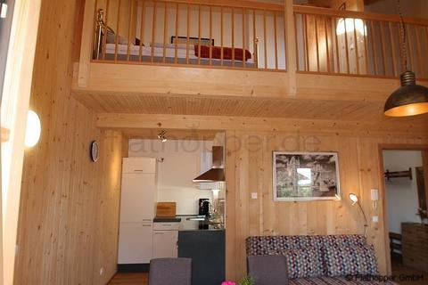 Bild 5 FLATHOPPER.de - 1,5 Zimmer-Galerie-Wohnung im Holzhaus mit Balkon -  bei Otterfing