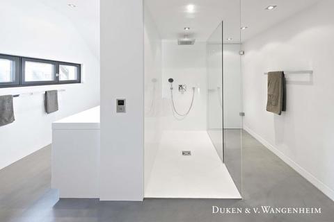 elegantes Badezimmer ***VERKAUFT*** Moderne Villa - Harlaching-Menterschwaige