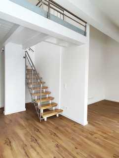 interne Treppe Erstbezug: Dachterrassenwohnung mit Galerie und exkl. Marken-Einbauküche!