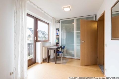 Schlafzimmer WALSER: Seltene Gelegenheit: Außergewöhnliche 3-Zimmer-Dachgeschoß-Wohnung im Zweifamilienhaus