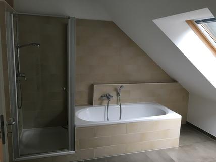 Bad mit Dusche und Wanne München Harlaching - Traumwohnung mit Dachterrasse und Garten