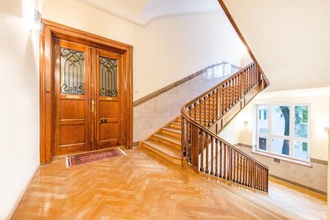 Treppenhaus Herrschaftliche 5-Zimmer-Altbauwohnung mit Kamin und Südbalkon