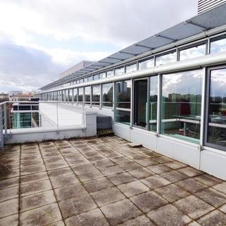 Dachterrasse So arbeitet man heute ... Chices Büro mit Dachterrasse