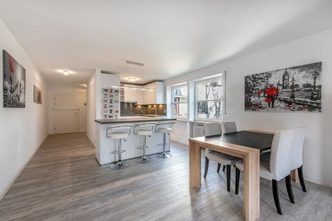 Wohn- / Essbereich Modernisierte, helle 3-Zimmer-Wohnung mit großem Südbalkon