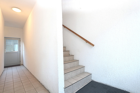 Treppenhaus zu den Wohneinheiten1. Kapitalanleger aufgepasst! Lukratives Wohn- und Geschäftshaus  im Zentrum der Warbelstadt Gnoien!