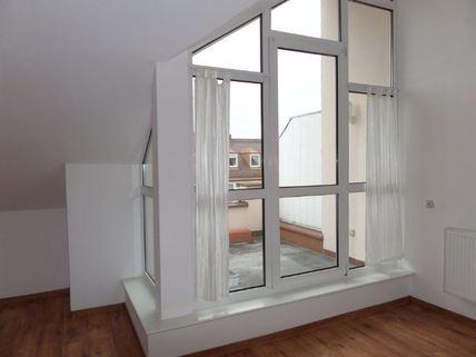 Süd-Dachterrasse 3-Zimmer-DG-Wohnung mit Süd-Terrasse, neuer EBK, in München-Milbertshofen zum Selbstbezug