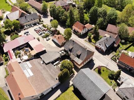 Blick von oben Wohn-und Geschäftshaus für Kapitalanleger