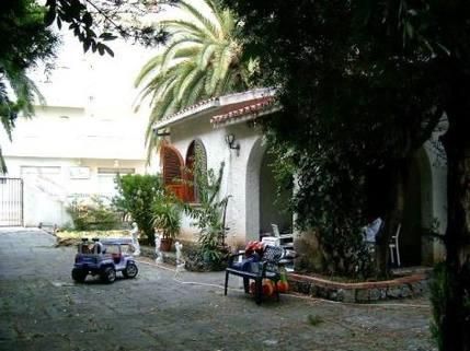 PI0140_mvc-001f.jpg Traumvilla mit Park- und Gartenanlage und grossem Grund